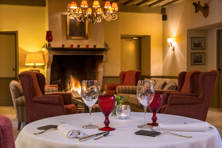 Chateau-de-Courban-chemin--e-restaurant-2-1024x684